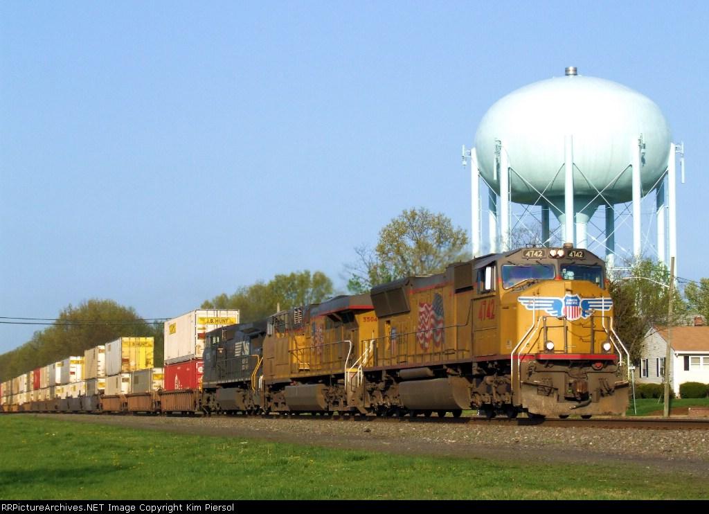 UP 4742 NS Train 214