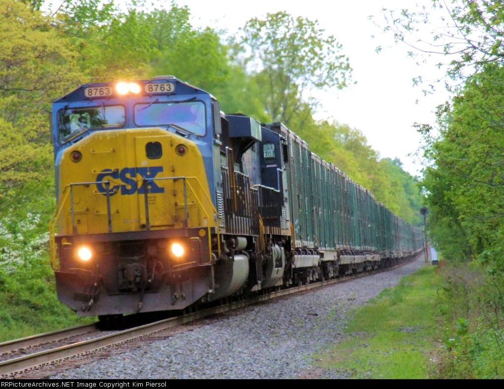 CSX 8763 Q702