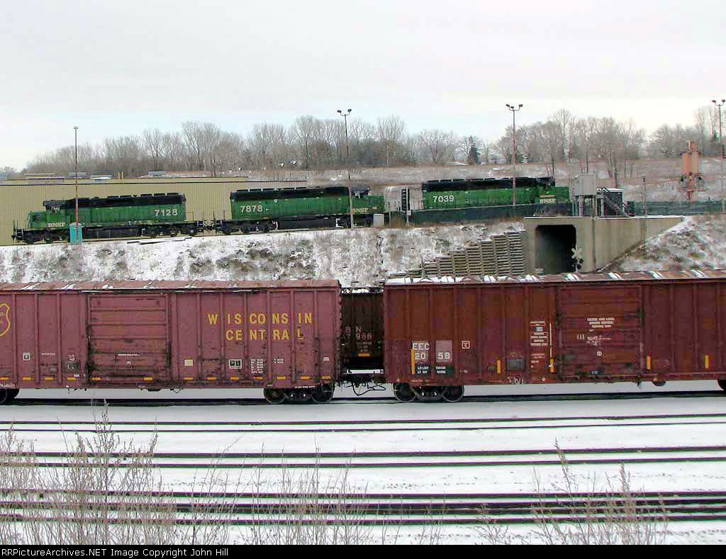 081211018 Triple BNSF SD40-2s working the hump at Northtown