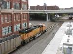 081012034 Westbound BNSF (DEEX) coal empties pass Northstar Stadium depot construction site at 5th Street bridge