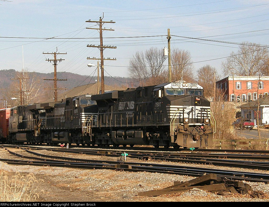 NS 7507 leads 35Q on to Roanoke