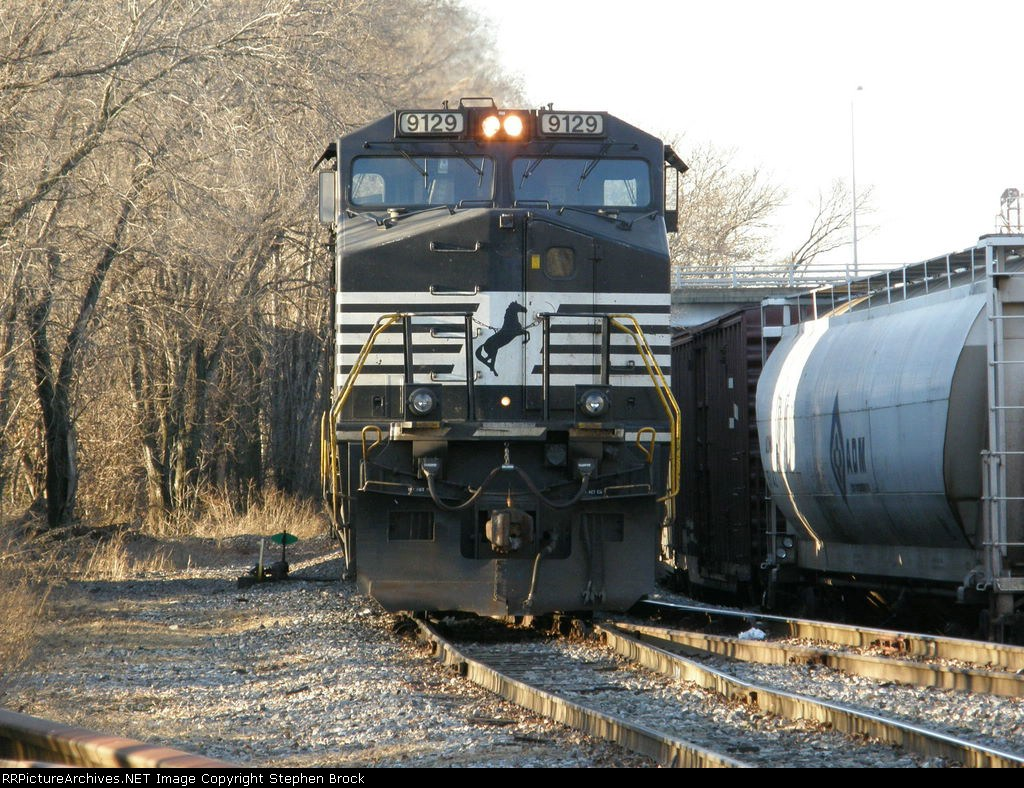 NS 9129 idles behind the C&W yard office