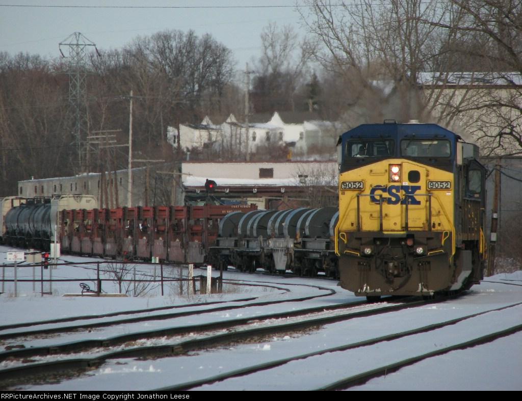 CSX 9052 Leads Q335 into the yard