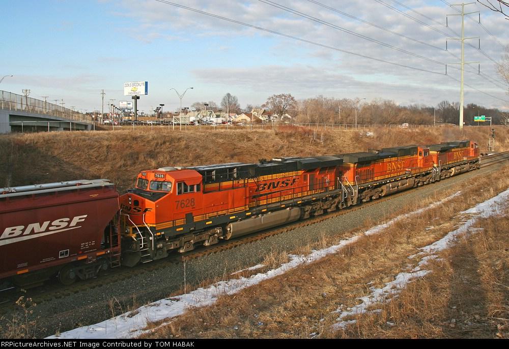 BNSF 7628 on CSX G396-15