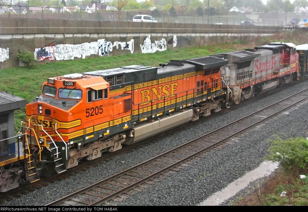BNSF 5205 on CSX Q381-02