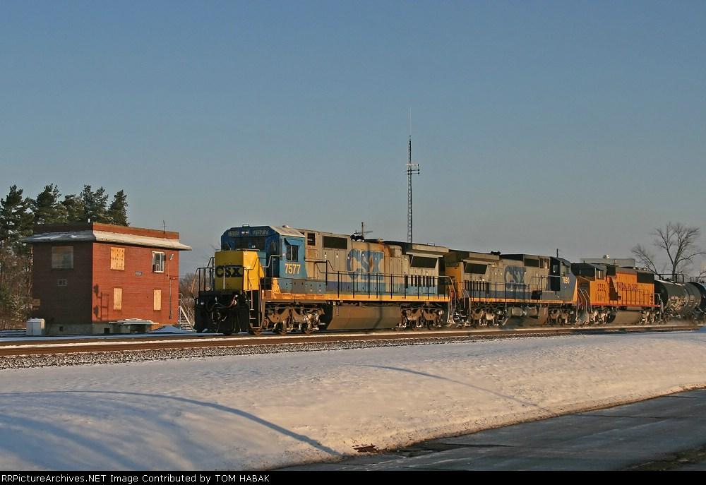 CSX 7577 on CSX Q371-15