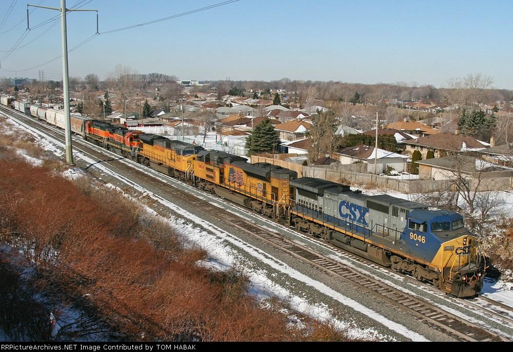 CSX 9046 on Q380-15