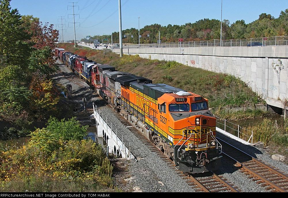 BNSF 5227 on CSX Q380-10
