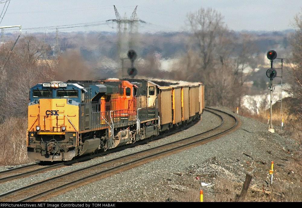 CSX 4832 on E943-28