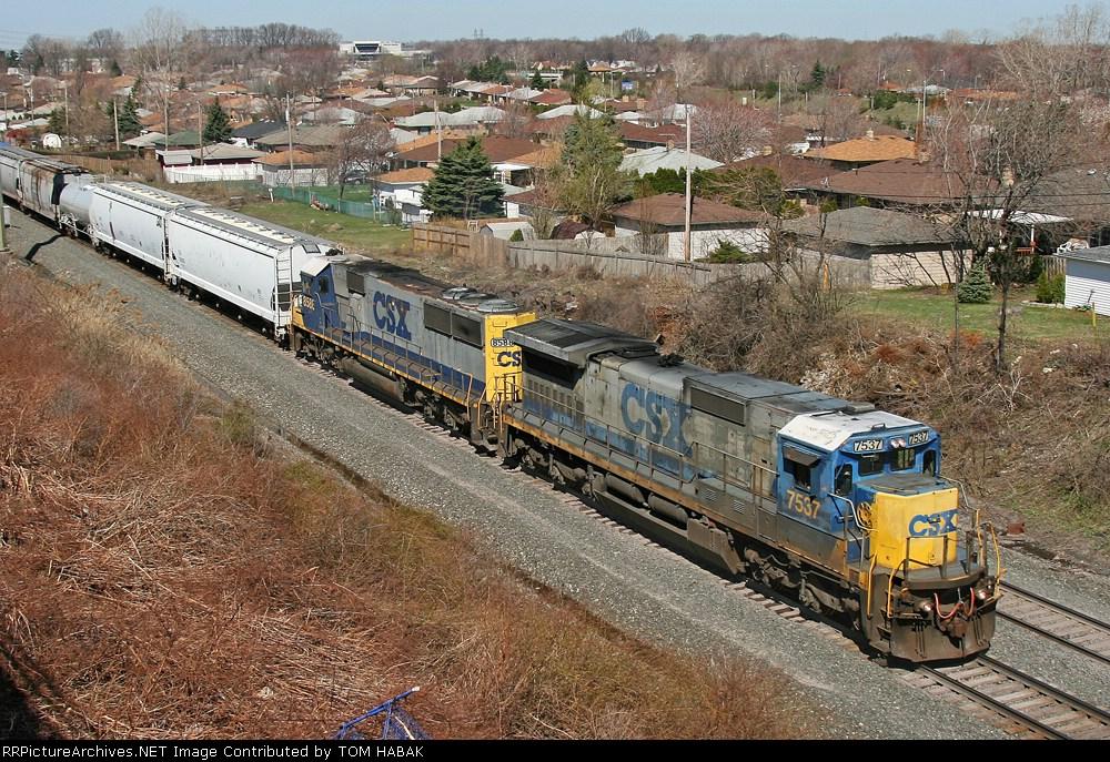 CSX 7537 on Q380-15