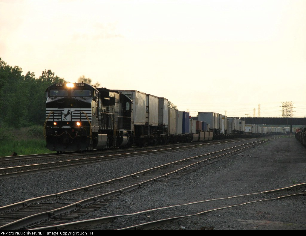 NS 9678 & 6601 charge east leading 22W