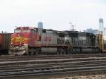 BNSF 761 & NS 2517