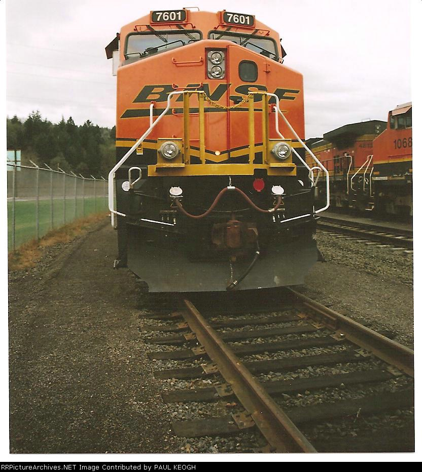 BNSF 7601 looks awesome as she waits at PB Grains locomotive siding for her next train.