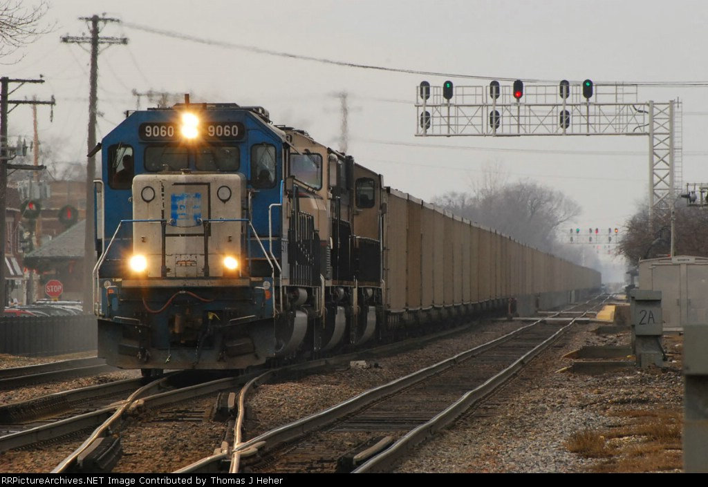 EMDX 9060 with two MACs head for the CSX with CEFX loads.