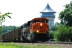 BNSF 9172 heads east with FEPX hoppers for the CSX.