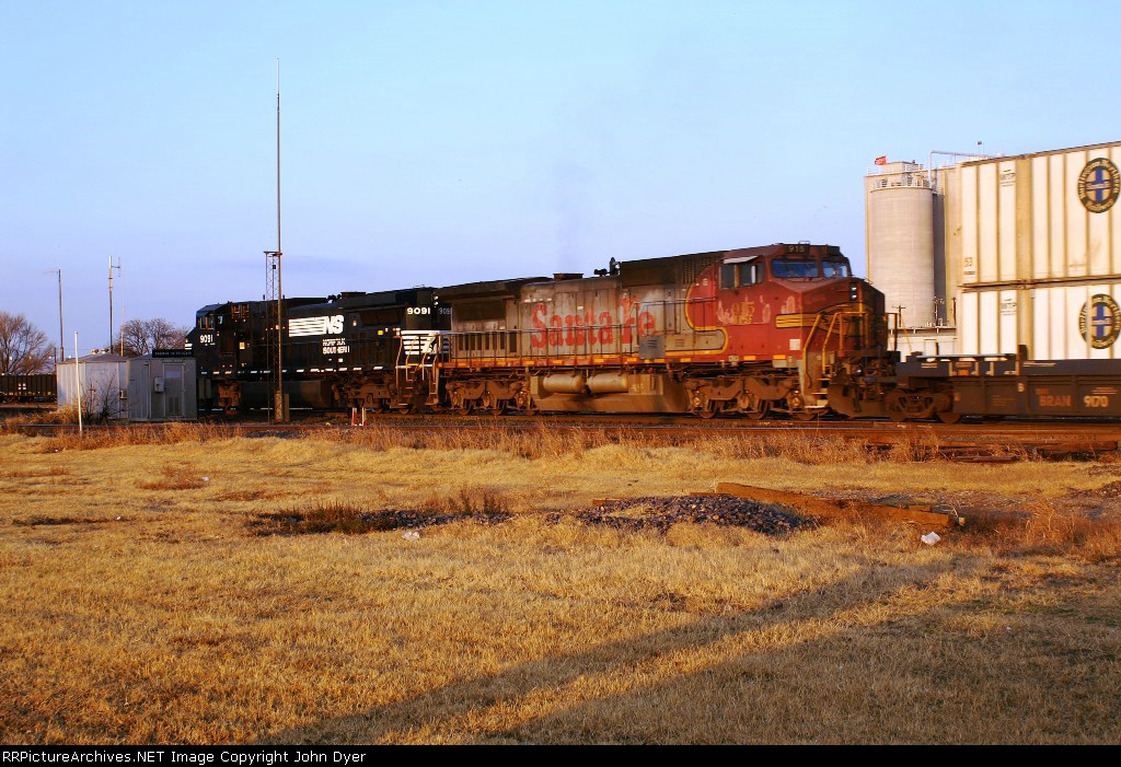 BNSF 915 and NS 9091