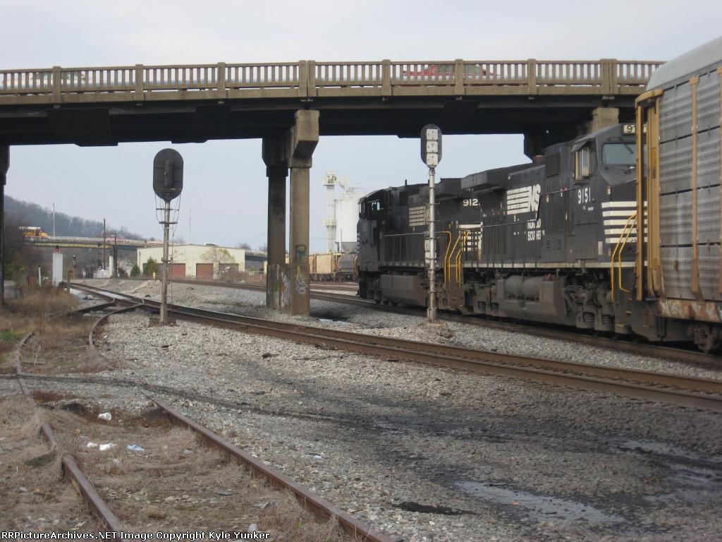 NB autorack train ducks under the bridge
