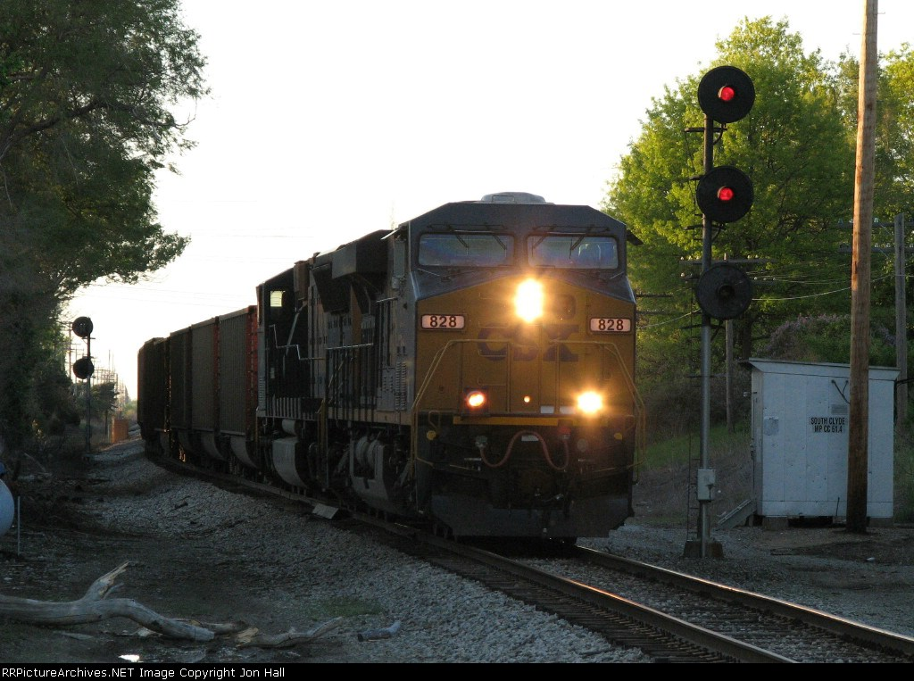 E970-16 passes the south end of Clyde siding