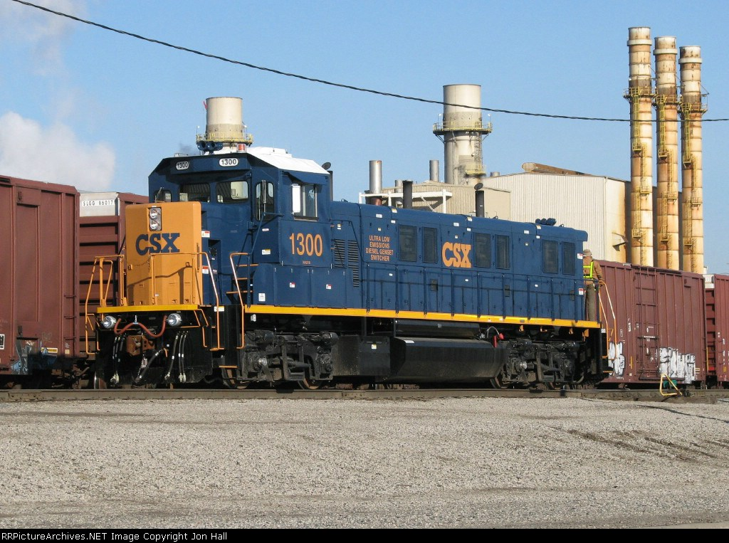 CSX 1300 backs towards its first cut of cars for the day in Rougemere Yard