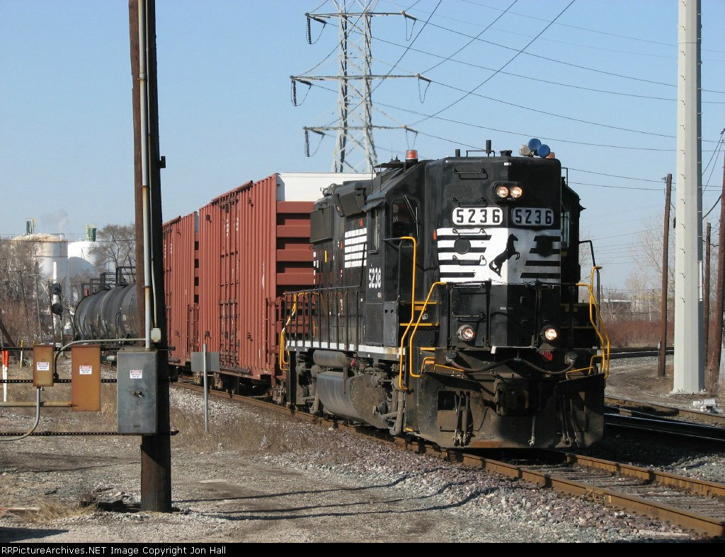NS 5236 heading towards The Reserve with LD07