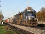 HLCX 7197 leads Q326-21 eastward