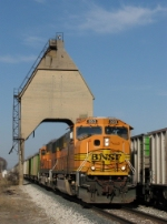 BNSF 9913 leads E950 under the old coaling tower