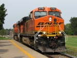 BNSF 6068 leads D802 south past the depot platform