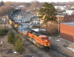 BNSF 9354 & CEFX 1022 start shoving as D801/N956 starts to make its run at Saugatuck Hill