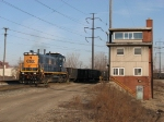 CSX 1301 rolls past CP's Tunnel Yard office with Y122