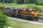 KCS 4052 arrives and unloads a tired crew