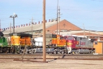 Hoodless BNSF 4182 and a Warbonnet