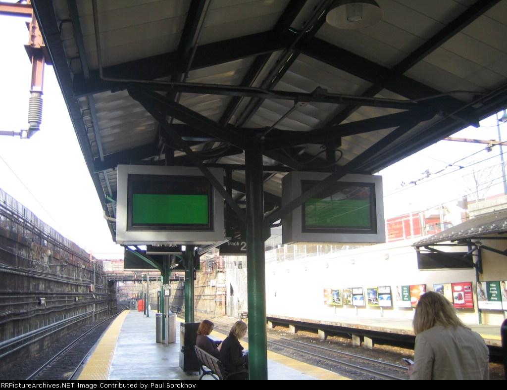 Passenger information displays @ Summit