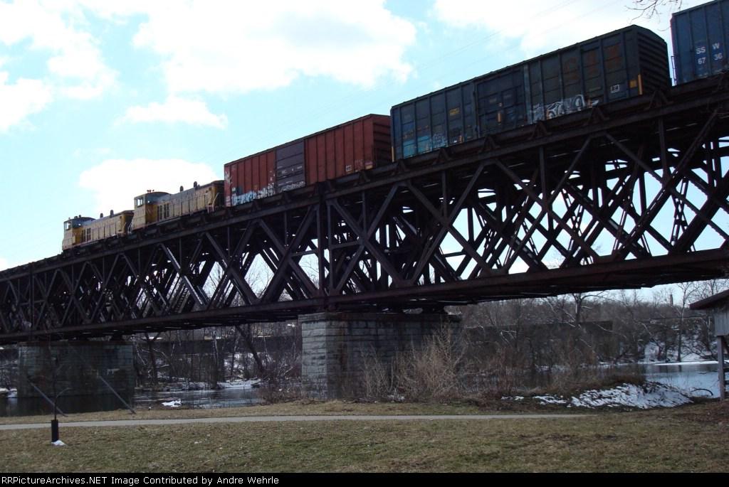 UPY 1315 & 1320 waiting on the bridge