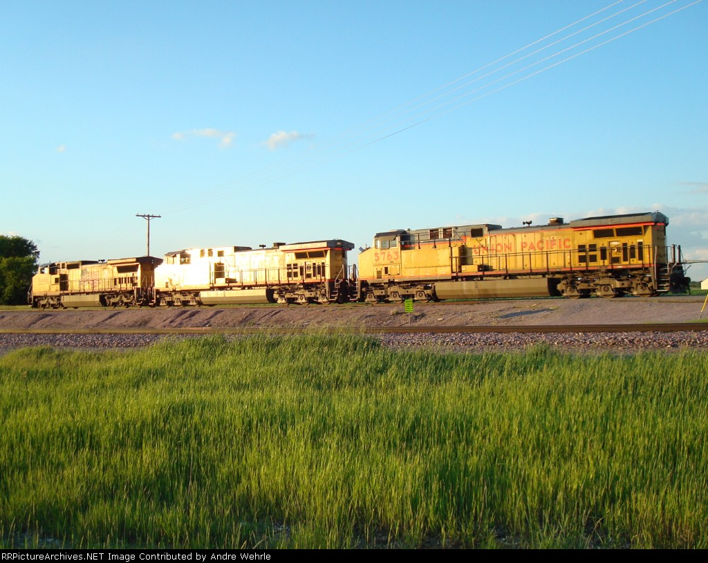 UP GEs run light towards the yard in the evening light