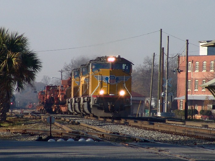 UP 5136 coming through the yard