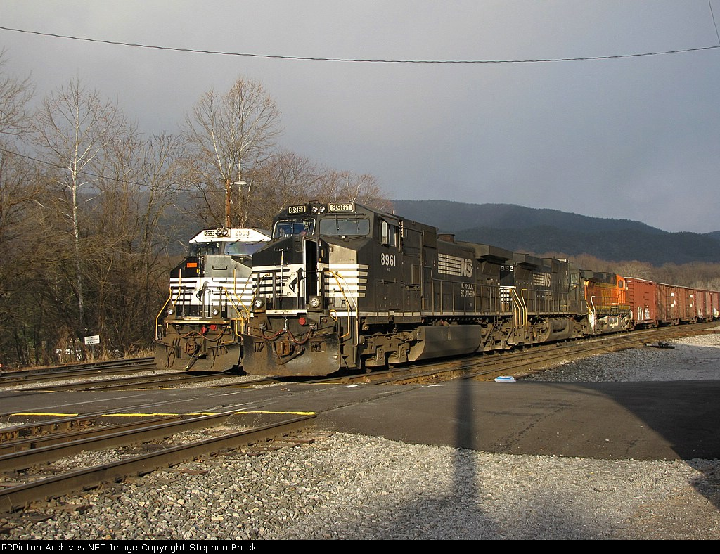 The 15T and CHW's V92 in the yard
