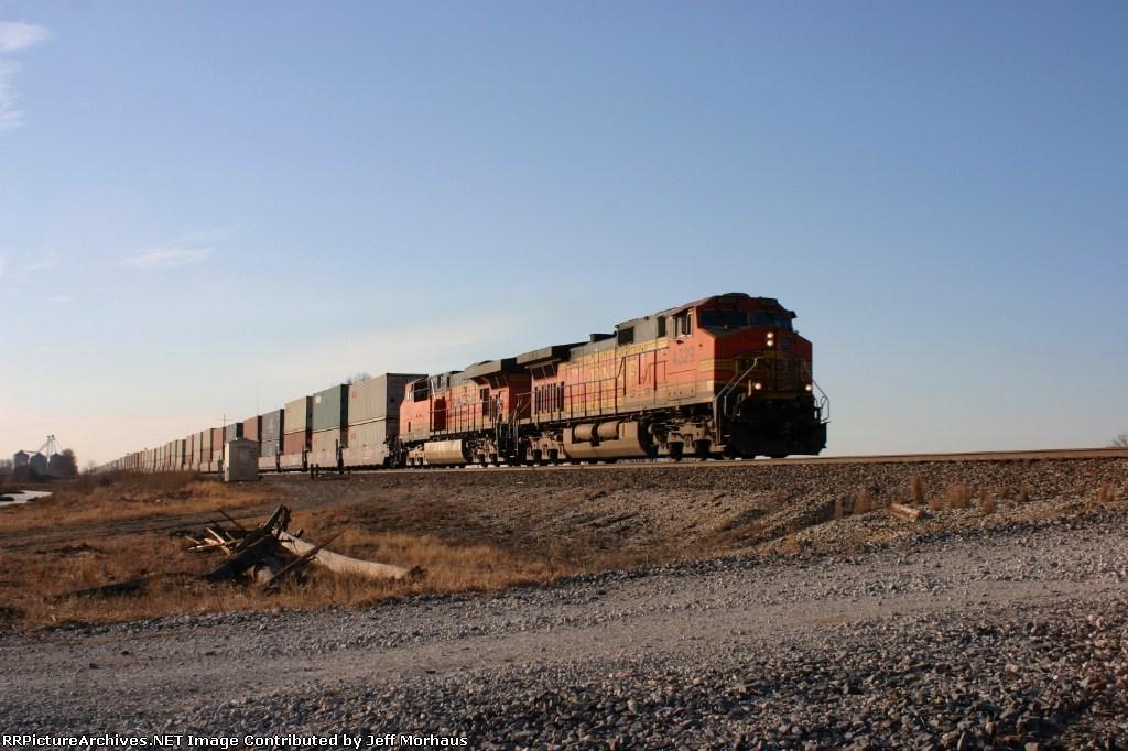 BNSF 4329 EB at MP. 420