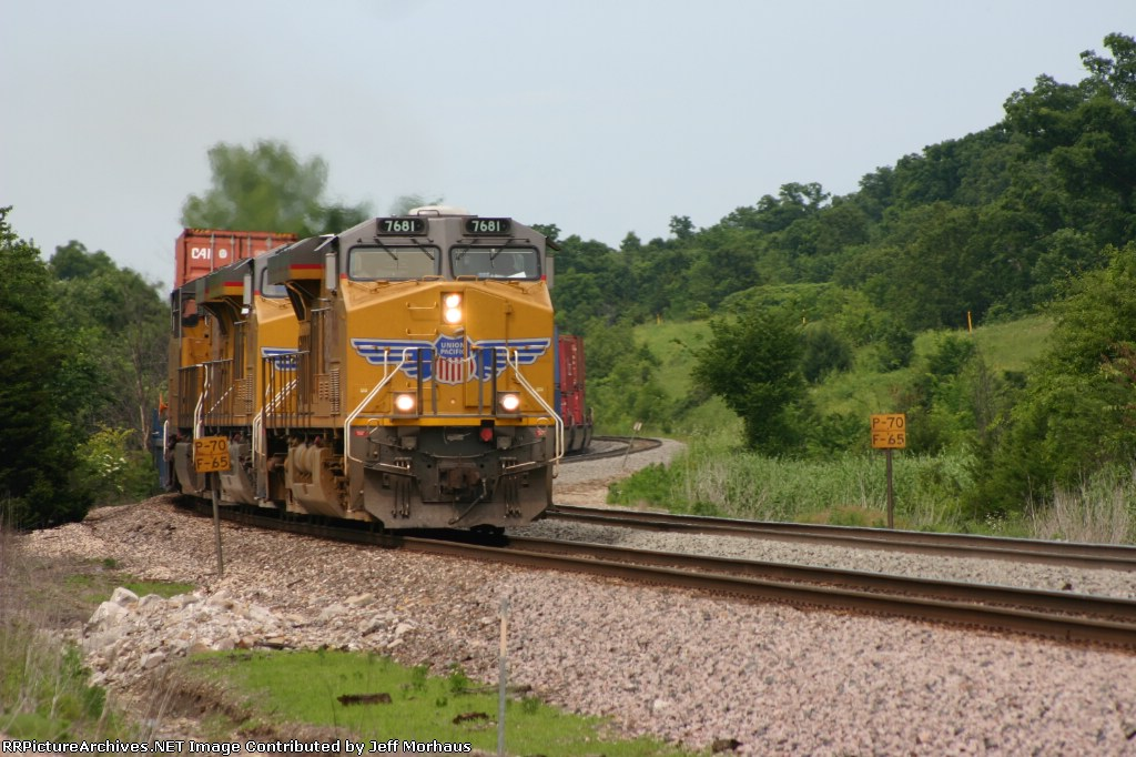 UP 7681 leads a westbound stacktrain pulling the F KG2LB 1 17.