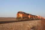 BNSF 5091 heads west towards the bridge at Fort Madison.