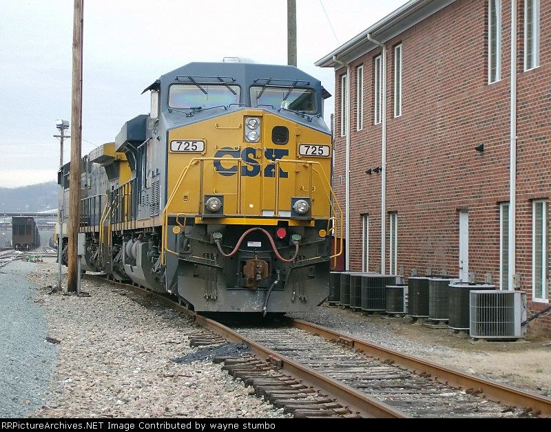 CSX 725 Kingsport Different Angle