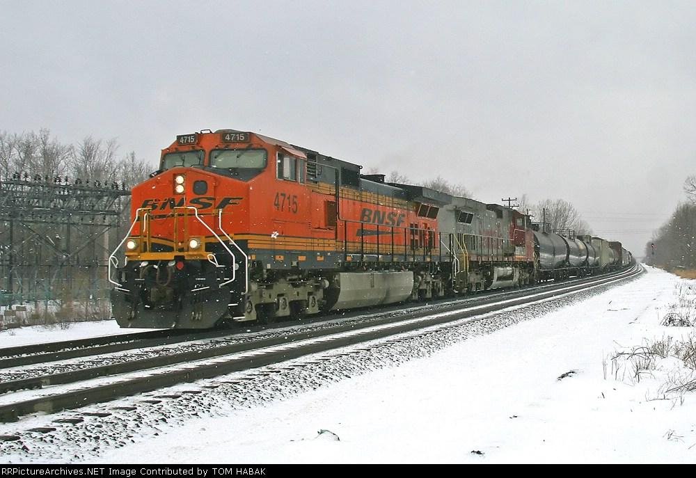 BNSF 4715 on CSX Q380-21