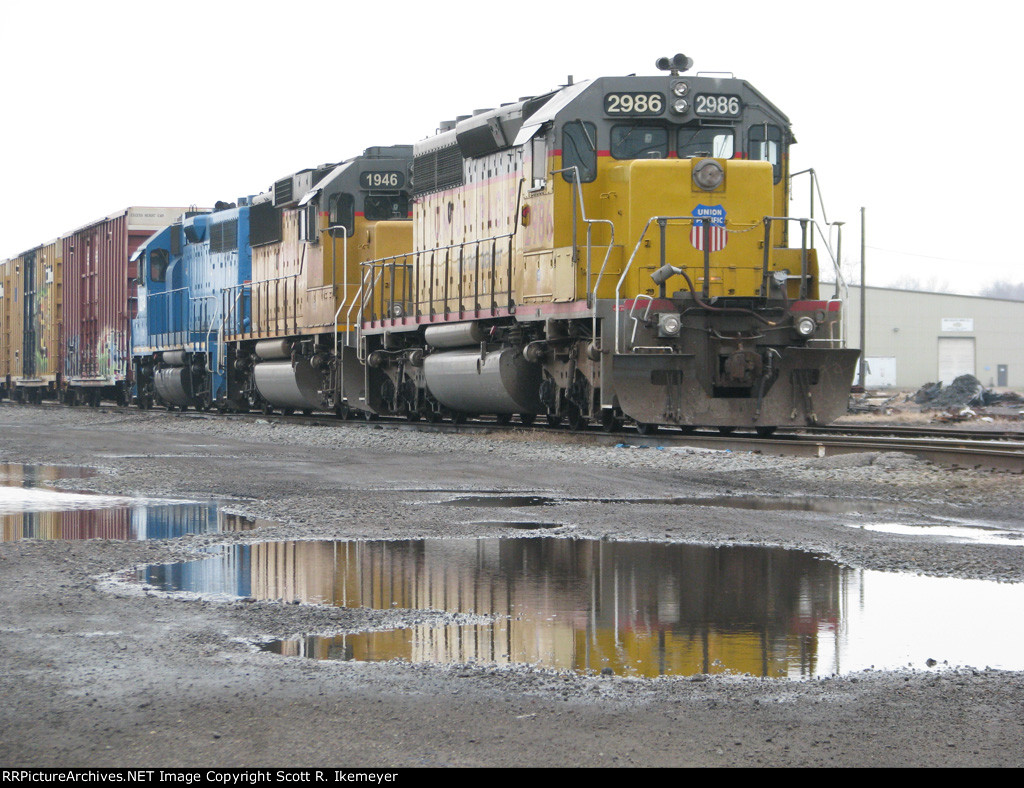 An ex-CNW SD40-2 & an ex-SSW GP60 sit in front of the yard office
