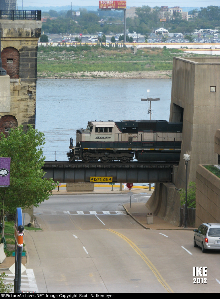 A BNSF coal train ducks under the Gateway Arch grounds