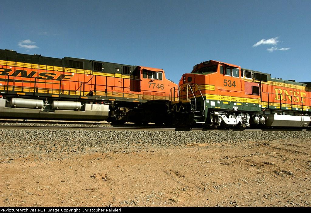 BNSF 7746 and BNSF 534