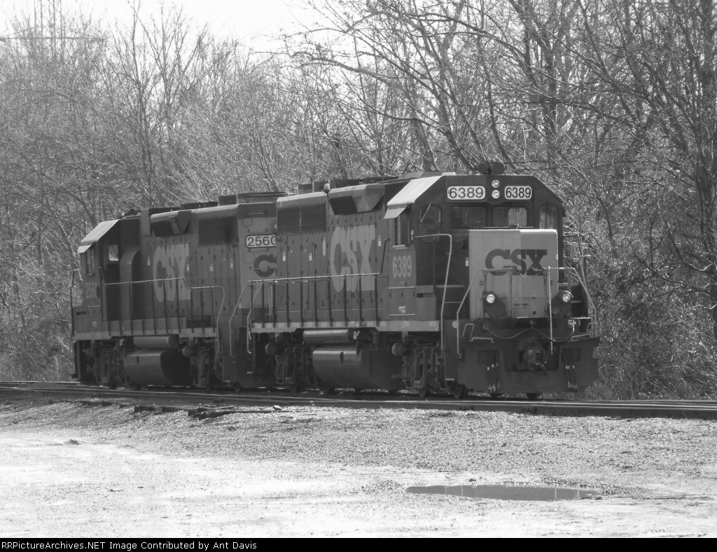 CSX 6389 & 2560 take a break over the weekend