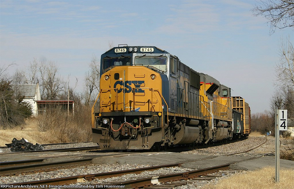 Southbound with CSX Power waiting on MofW