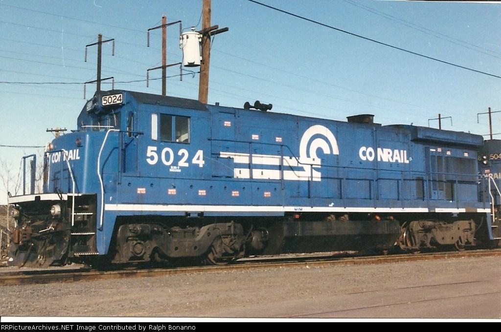 B36 5024 sits between runs (and awaiting servicing) at Oak Island