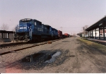 A C39-8 leads an EMD unit on SEOI southbound at Mt Vernon Street