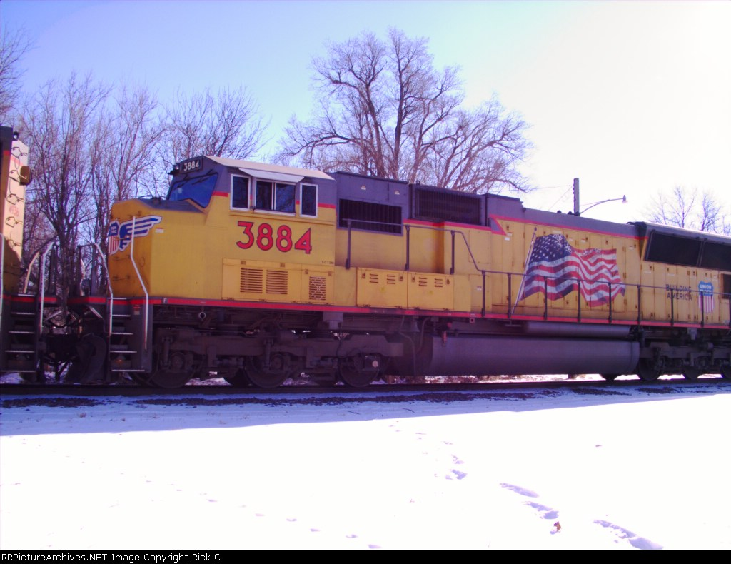 UP 3884 Is #2 In A Switcher Set