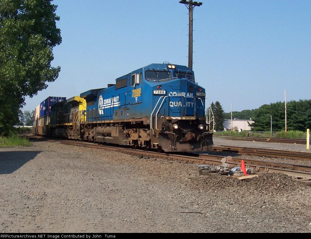 CSX Q118 rolls south in the river line still in conrail colors